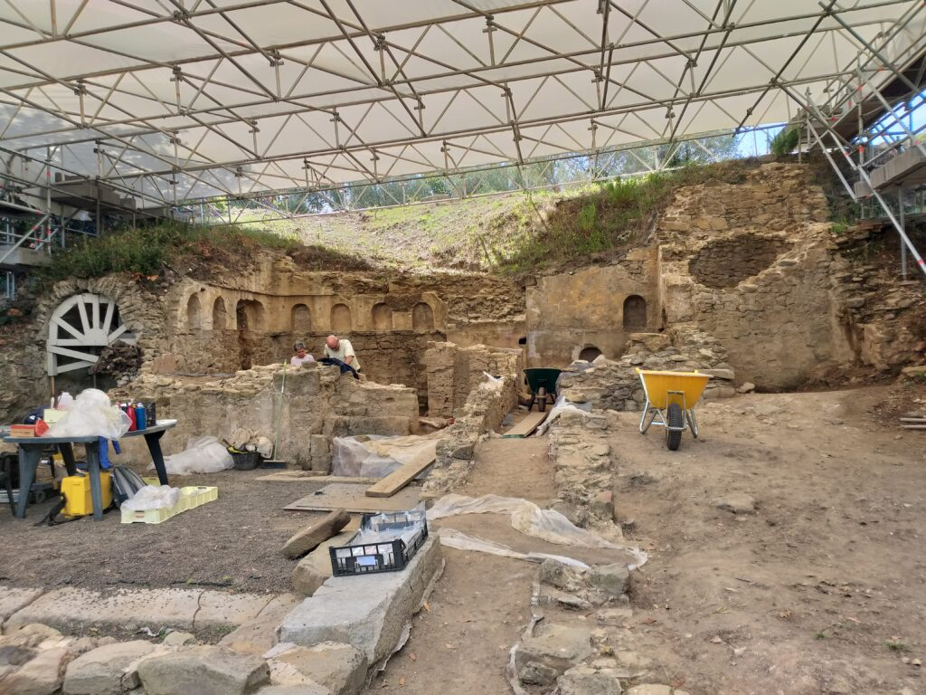 Acropoli di Populonia, archeologi a lavoro.