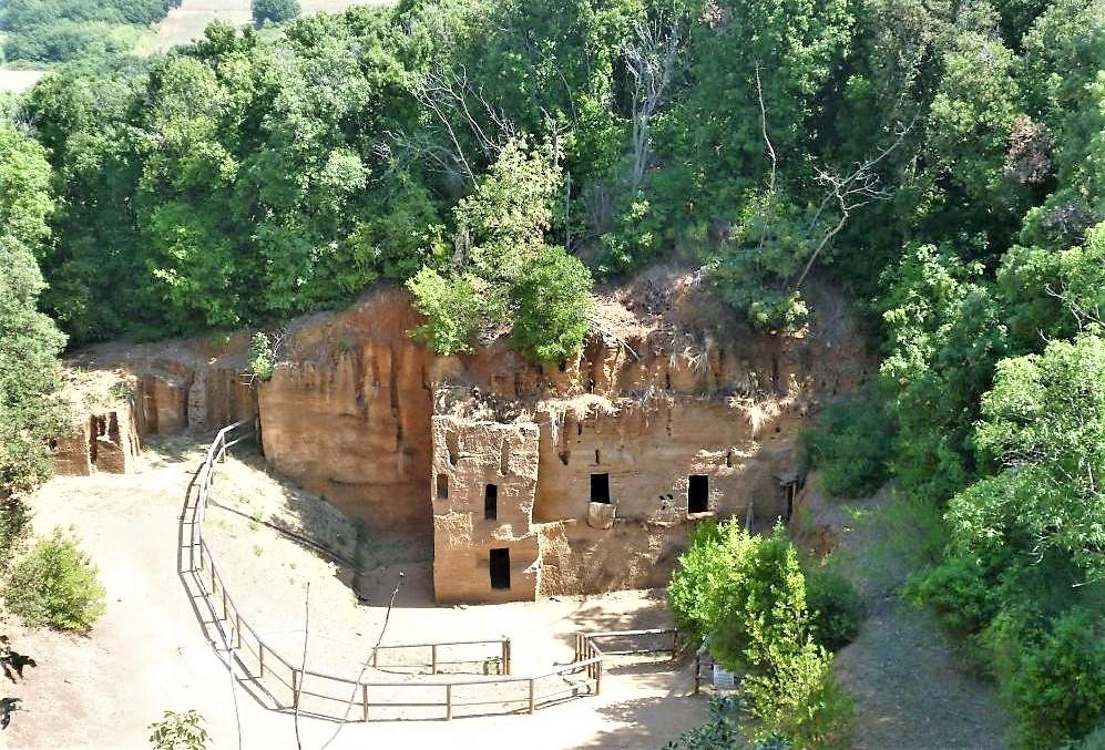Populonia, la Necropoli delle Grotte.