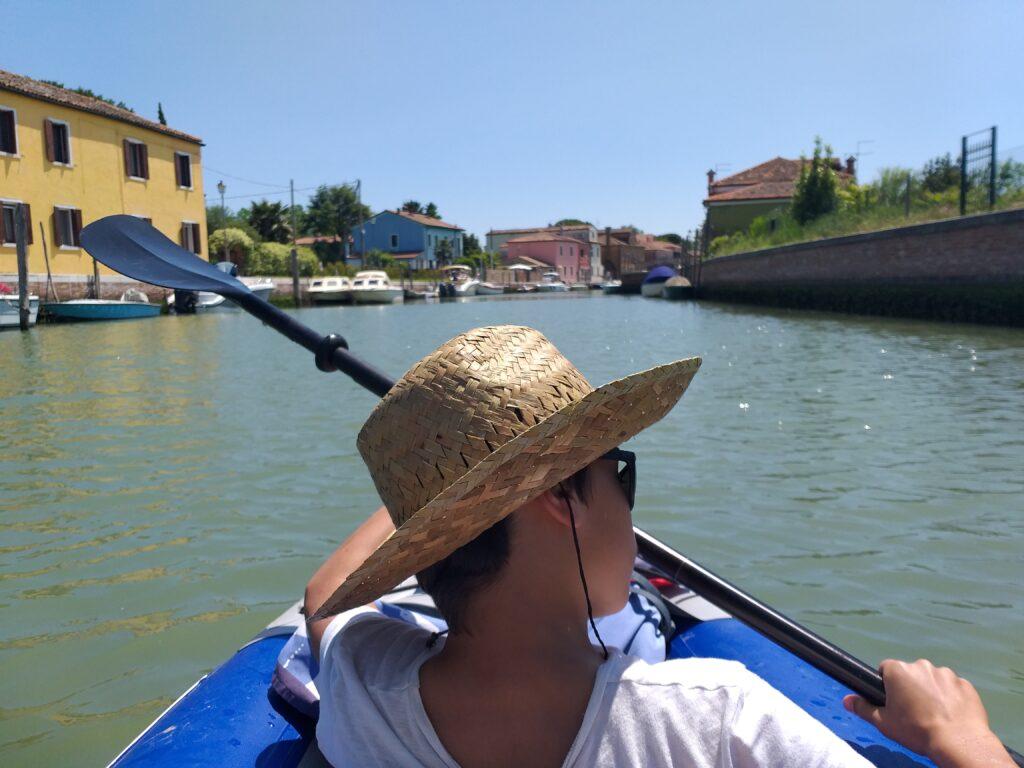 Arrivo a Mazzorbo in canoa.