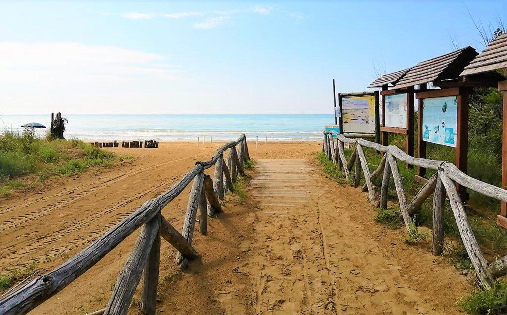 Caorle, spiaggia libera della Brussa.